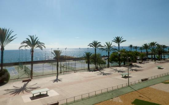 Hotel Albahia : view from hotel-tennis court.