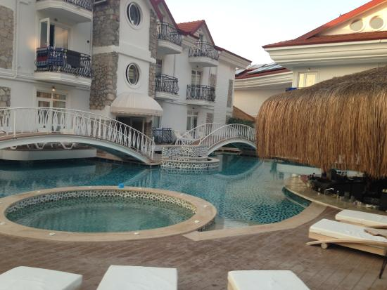 The Pine Hill Hotel & Suites: NEW POOL