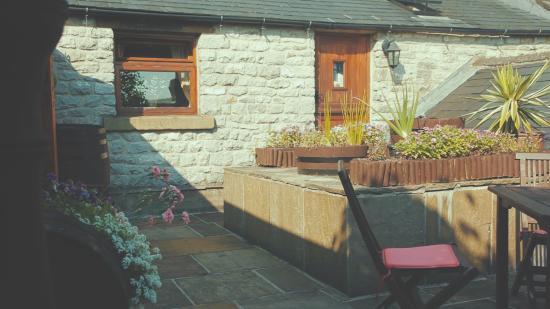Chelmorton, UK: Outdoor seating area