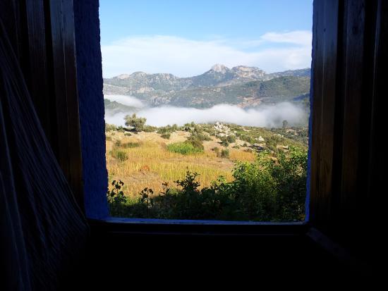 Gite Azilane: Depuis la fenêtre d'une chambre