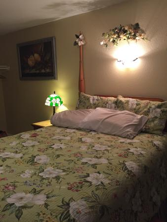 Port Aransas Inn: Magnolia or our Southern Plantation room😉