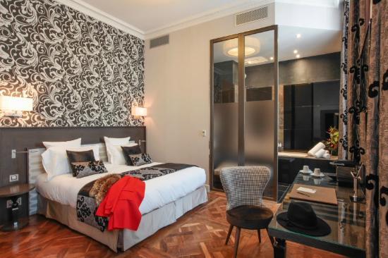 salle de bain chambre sup rieur photo de la cour des. Black Bedroom Furniture Sets. Home Design Ideas