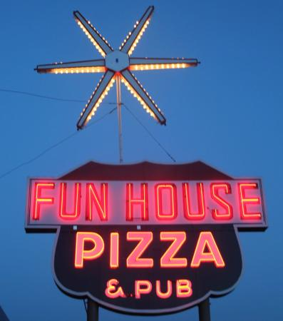 Raytown, MO: Awesome Neon Sign