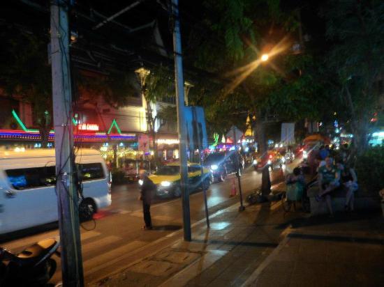 show user reviews patpong night market bangkok