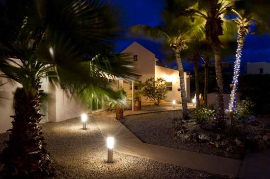 Hamlet Oasis Resort: Hamlet at night