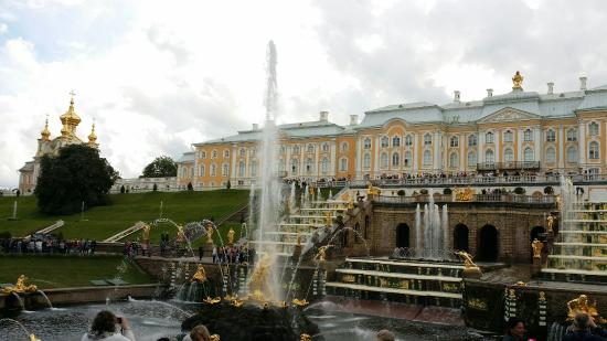 Vis en zeevruchten restaurants in Peterhof