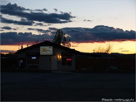 Hanksville, UT: Die Rezeption im Sonnenuntergang
