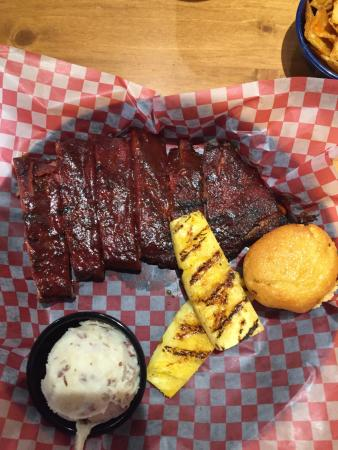 Famous Dave's : St. Louis ribs, garlic red potatoes, grilled pineapple -- excellent!