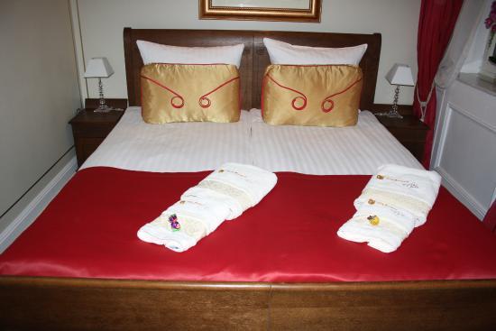 Villa Secesja: Cama del hotel