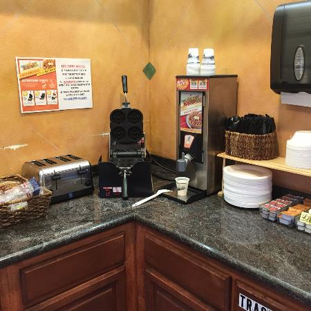 Americas Best Value Inn & Suites: TEENY TINY INADEQUATE BREAKFAST BAR