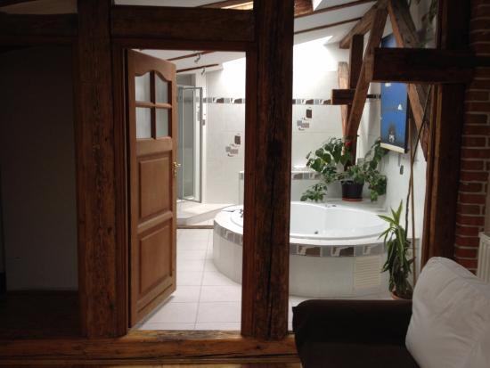 Aparthotel Stare Miasto: Oberes Badezimmer Mit Whirlpool