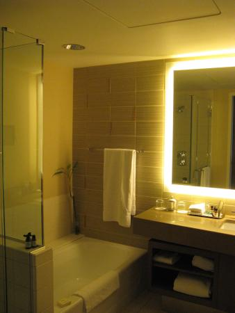 Fairmont Pittsburgh King Room Bathroom with nice lighting & King Room Bathroom with nice lighting - Picture of Fairmont ...
