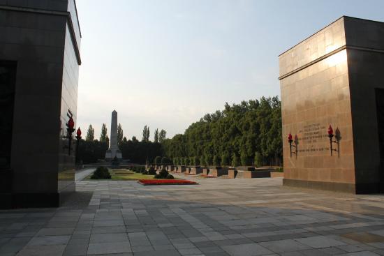 Sowjetisches Ehrenmal Schönholzer Heide