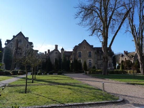 Ext rieur picture of abbaye des vaux de cernay hotel for Abbaye des vaux de cernay piscine