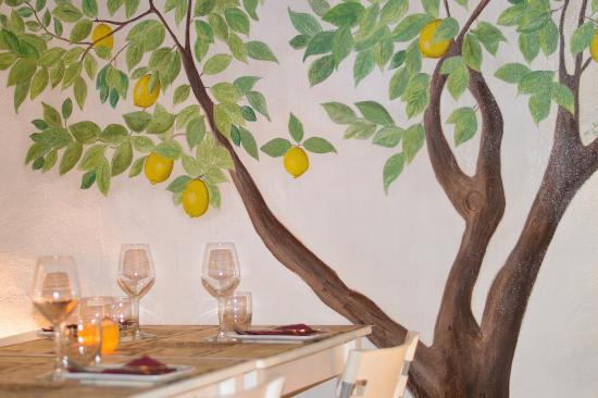 L'Osteria Wine Bar: Osteria: tavolo
