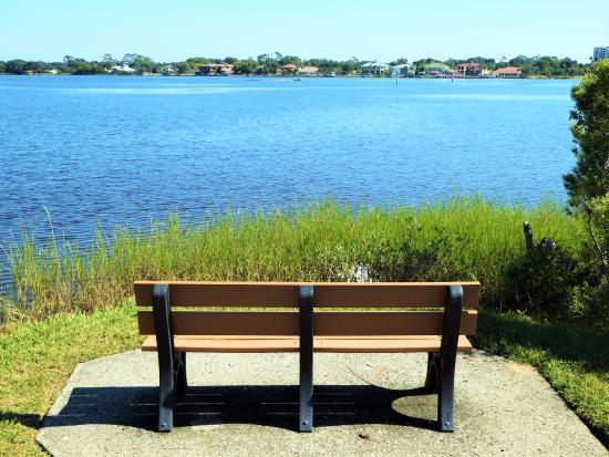 Bailey Riverbridge Gardens: Scenic views of the Halifax