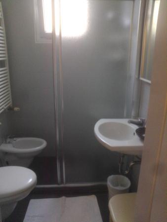 Bagno piccolo bidet all 39 interno box doccia foto di club - Box doccia rimini ...