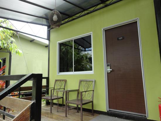 Casa Fina Fine Homes: entrance door