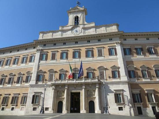 Piazza del parlamento picture of palazzo for Piazza montecitorio 12