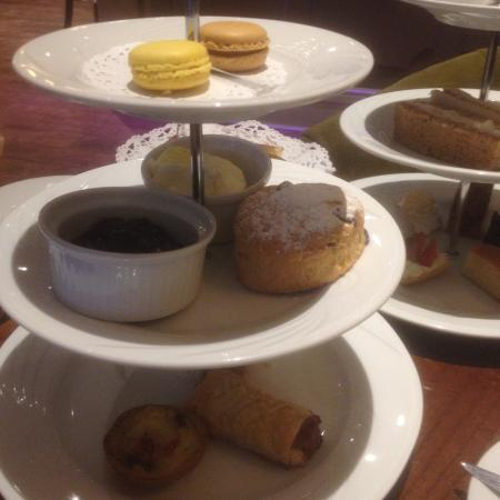 The Riverside House Restaurant: 'Luxury' afternoon tea