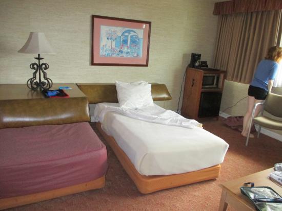 Seal Rock Inn: 2 twin beds