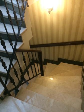 Divalis Hotel: Escaleras