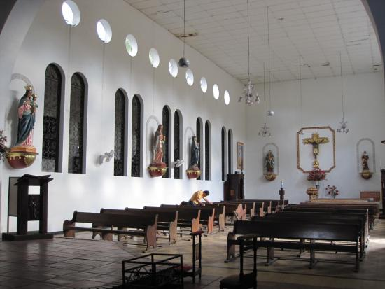 Gigante, Colombia: Внутри церкви