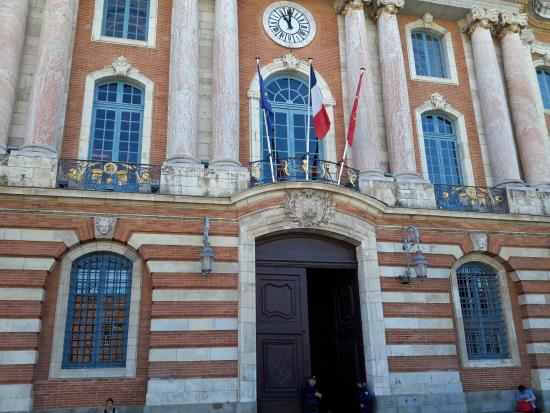 Toulouse Guided Walks : One of the old doors