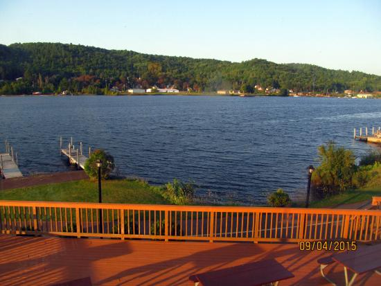Super 8 Houghton: The view of Portage Lake from our 2nd-floor room.