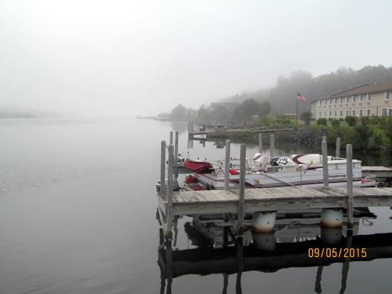 Super 8 Houghton: The docks on the lake behind the hotel.