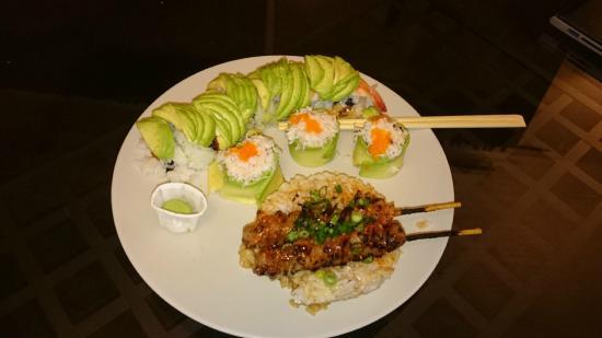 """California sushistore : tazuna """"Bumba Gump"""", yakitori """"poulet aux épices du chef"""", flowers """"chair de crabe"""""""