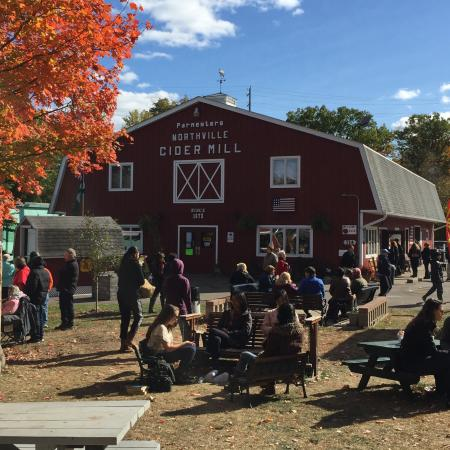Northville, MI: Parmenter's Cider Mill