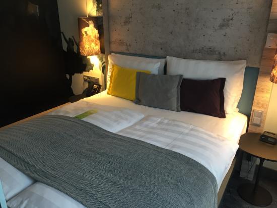 lit double avec bien sur allemagne oblige deux couettes une personne picture of hotel