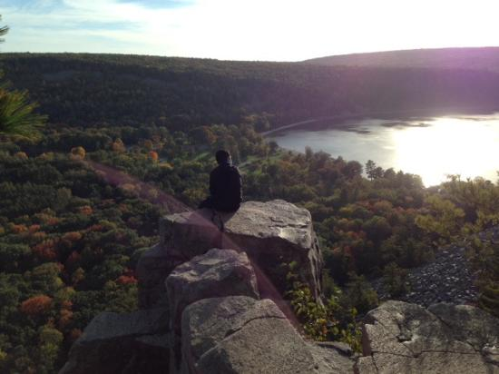 Devil's Lake State Park : View from the top near the Devil's Doorway looking at Devil's Lake