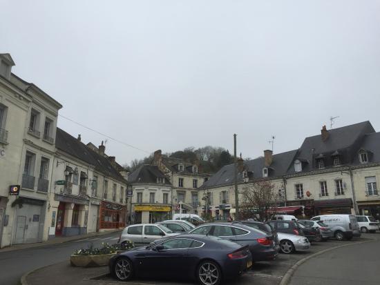 Ffentlicher Parkplatz Vor Dem Hotel Picture Of Logis De