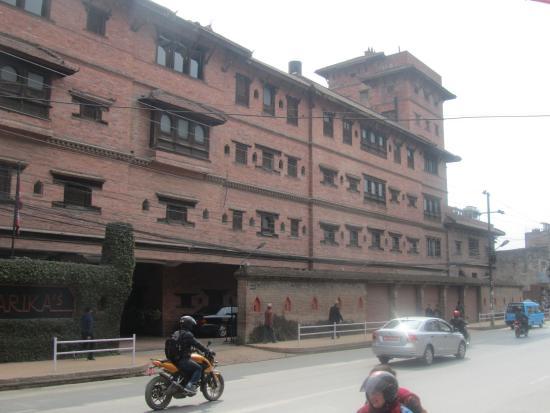 Dwarika's Hotel: Entrée du Dwarika's à Katmandou
