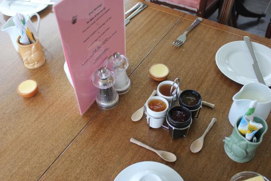 Forgefield House: Breakfast tabls