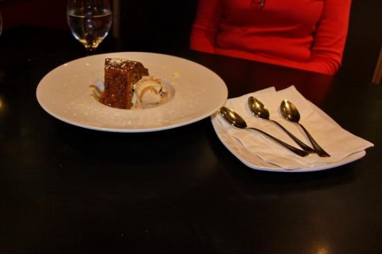 Cafe Vino: Toffee Date Cake & ice cream