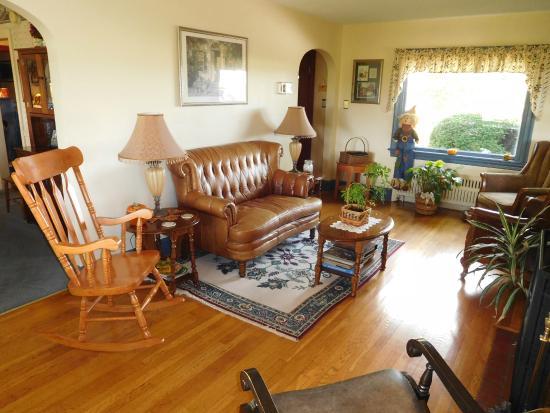 The Doubleday Inn: Sitting Room