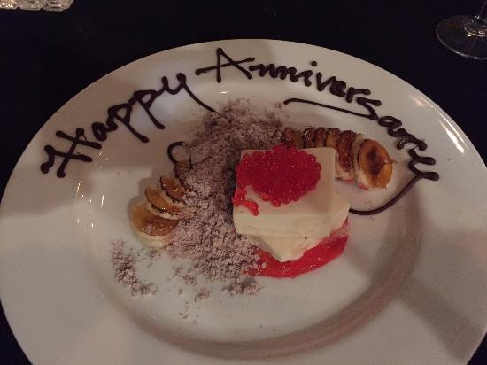 The Vine Restaurant: Anniversary Desseert
