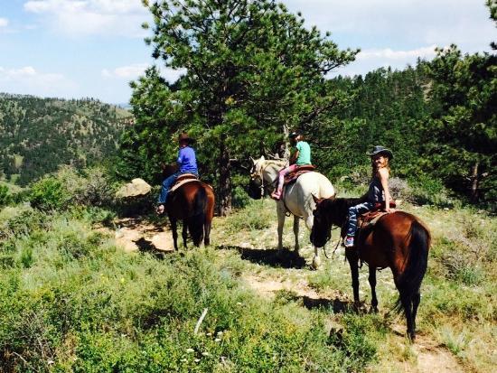 Livermore, Колорадо: All 3 kids riding