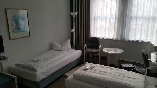 Euro Park Hotel Hennef : 107 room with 3 beds
