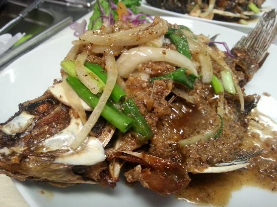 M&P Authentic Thai Cuisine: Deep Fried Tikapia on Garlic Pepper Style