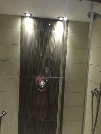 Clenaghan's Apartments: Bathroom