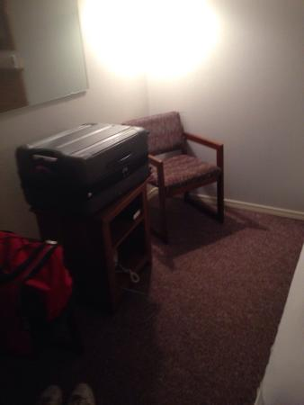 Country Inn Lake Resort: This is the small room you will be getting the bed is very hard furniture is old but it is clean