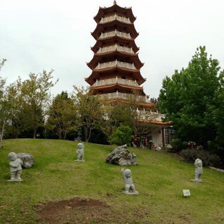 Nan Tien Temple Pilgrim Lodge: Temple and surrounds