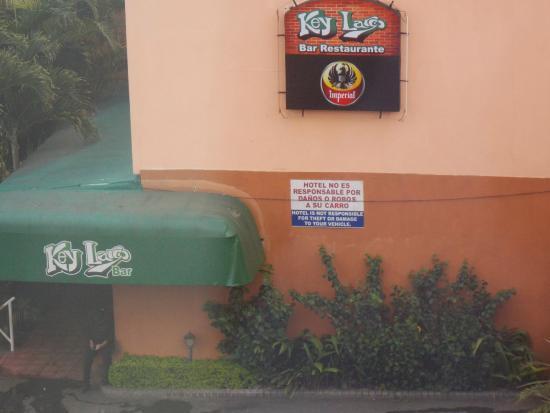 Hotel Del Rey : Key Largo Bar...Night rocking