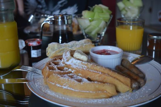 Oscar H. Hanson House Bed and Breakfast: Breakfast