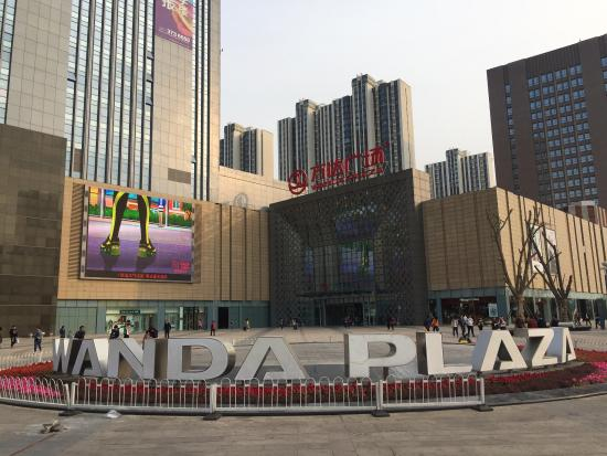 Tangshan, Kina: Beautiful shopping mall...