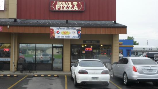 Beograd, MT: Entrance to Rosa's Pizza